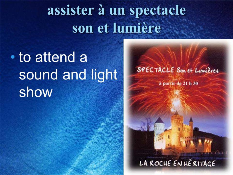 23 assister à un spectacle son et lumière to attend a sound and light show