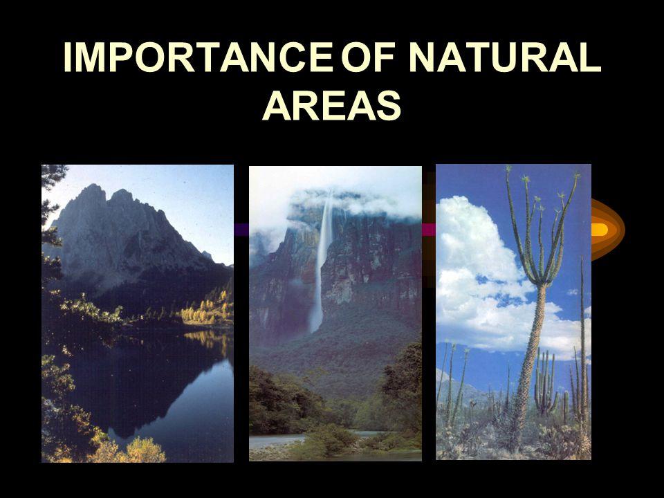 Définition de l'Ecotourisme Selon l' IUCN (Union Mondiale pour la Nature), l'Ecotourisme est: voyage et visite environnementalement responsables dans des espaces naturels relativement calmes dans le but d'apprécier la nature (et n importe quelles fonctions culturelles accompagnantes - tant passées que présentes), qui promeuvent la conservation, créent de faibles impacts négatives et participent activement à l'amélioration socio- économique des populations locales d'une manière durable. Ceballos-Lascuráin, 1993