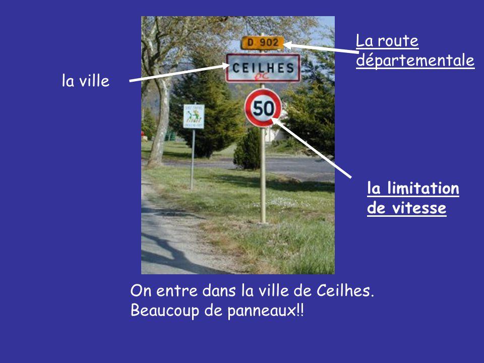 On entre dans la ville de Ceilhes. Beaucoup de panneaux!.