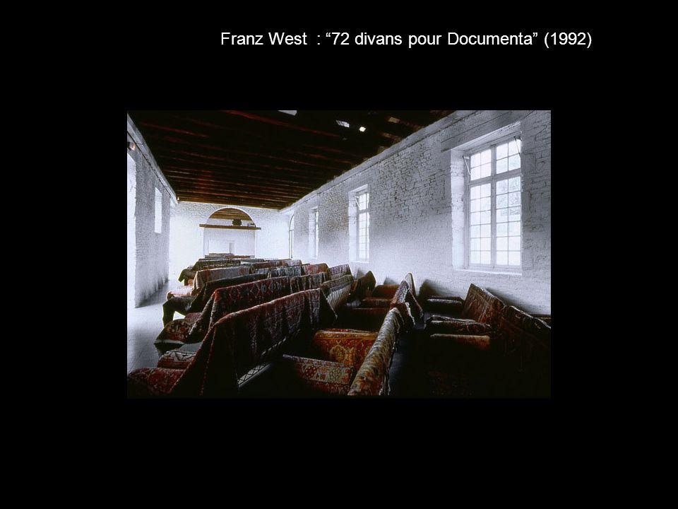 Franz West : 72 divans pour Documenta (1992)