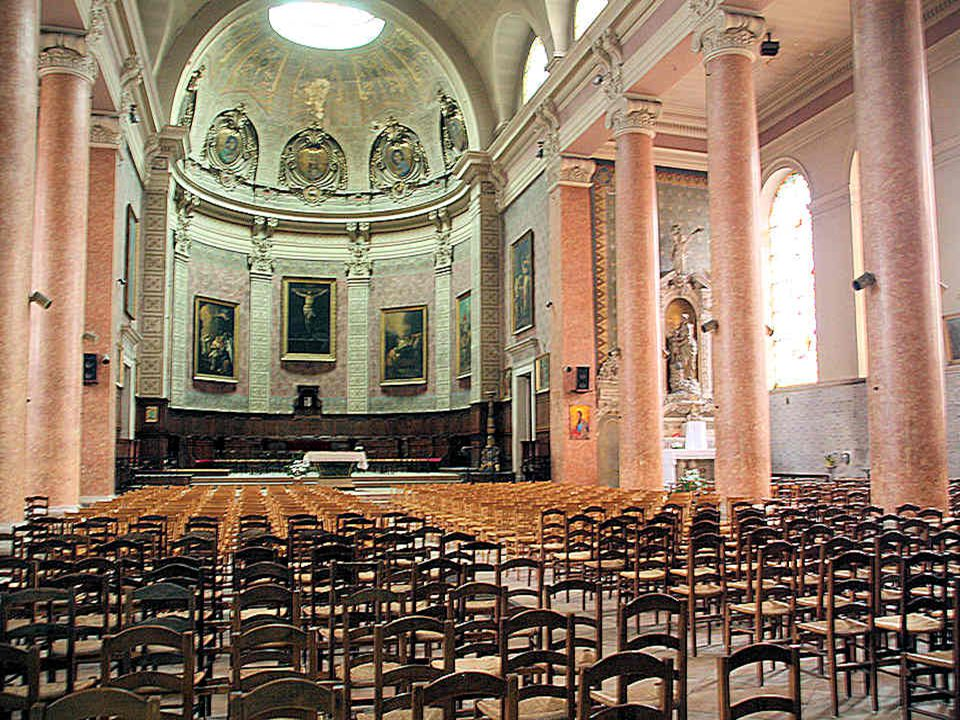This cathedral was built on the instigation of Napoleon 1 st. It is here that the funeral of Alphonse de Lamartine took place on 4 March 1869. In 1994