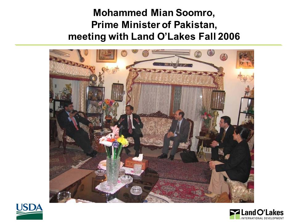 21 Mohammed Mian Soomro, Prime Minister of Pakistan, meeting with Land O'Lakes Fall 2006