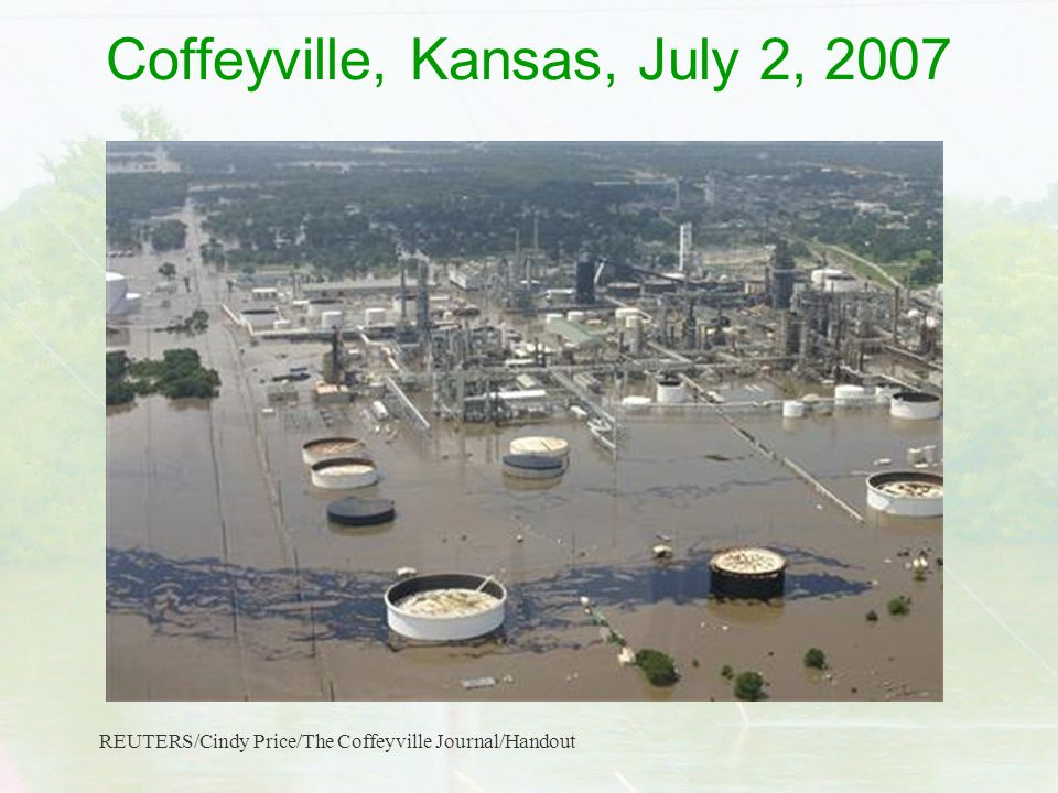 Coffeyville, Kansas, July 2, 2007 REUTERS/Cindy Price/The Coffeyville Journal/Handout