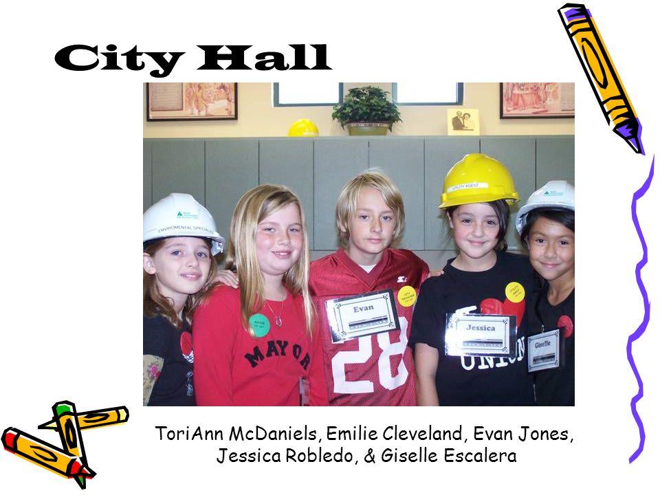City Hall ToriAnn McDaniels, Emilie Cleveland, Evan Jones, Jessica Robledo, & Giselle Escalera