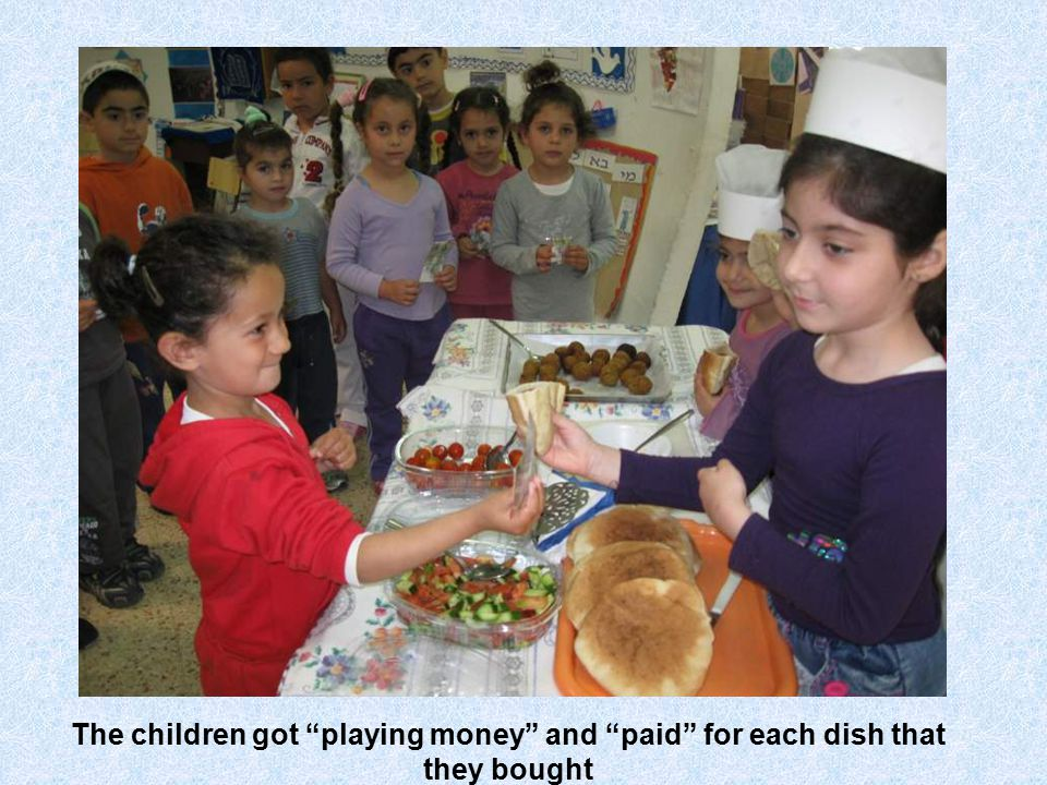 The children got playing money and paid for each dish that they bought