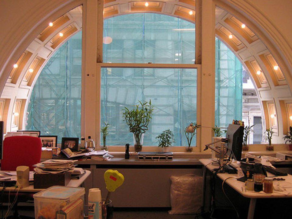 http://www.hongkiat.com/blog/inspirational-workspace-creative- setups/ 43