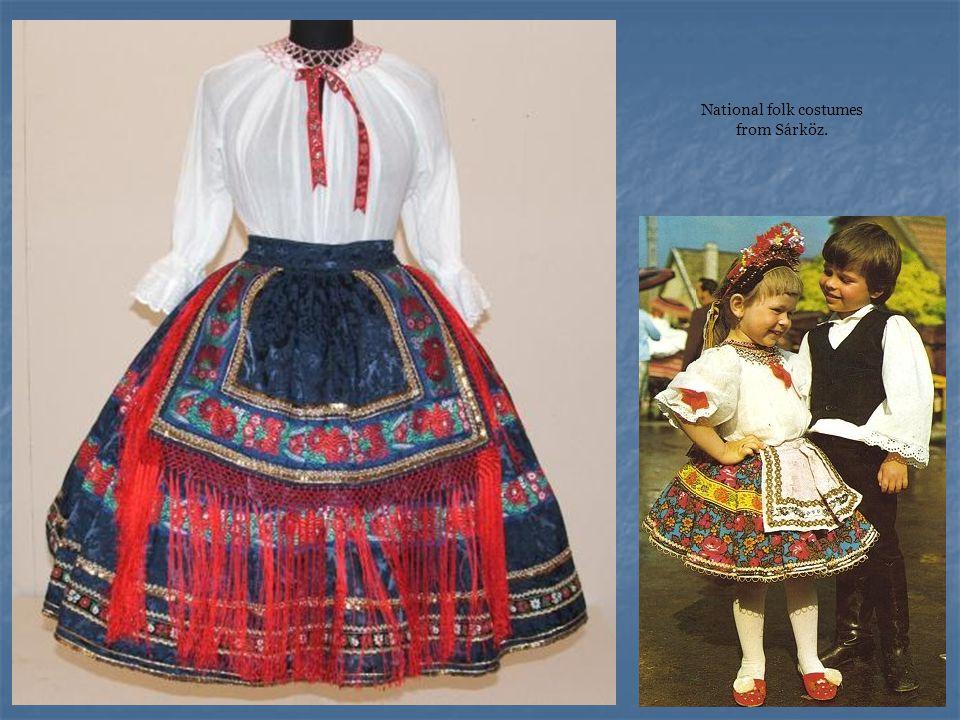 National folk costumes from Sárköz.
