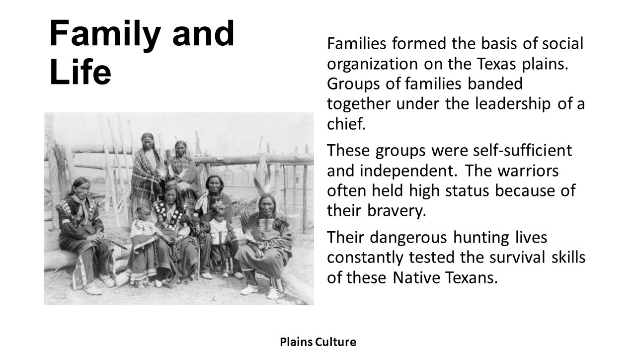 Clothing Pueblo men wore breechcloths or short kilts while women wore knee-length cotton dresses called mantas.
