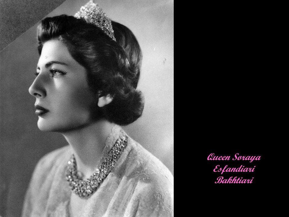 Su Majestad la Reina Sofía de España Su Majestad la Reina SofíaMargaríta Viktoría Frederíki de España Princess Sophia of Greece and Denmark was born in Athens, Greece on November 2, 1938,