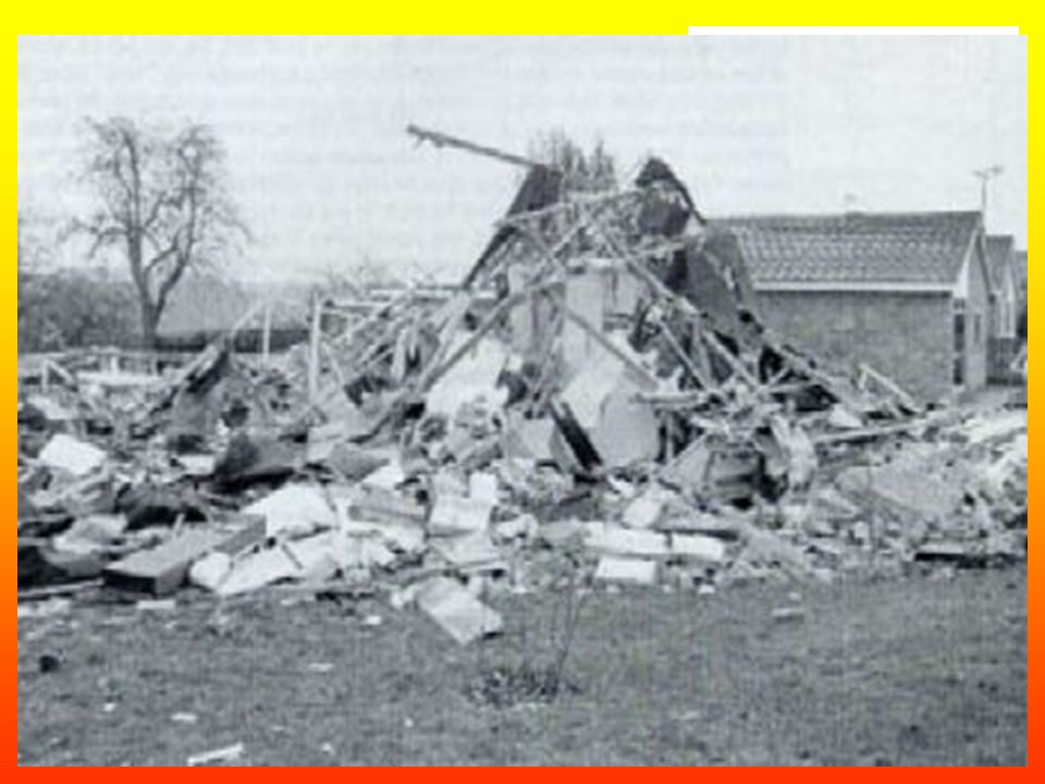 At 06:30 on 24 March 1986 a bungalow at 51 Clarke Avenue, Loscoe, some 16 km north of Derby, UK, was completely destroyed by an explosion when the cen