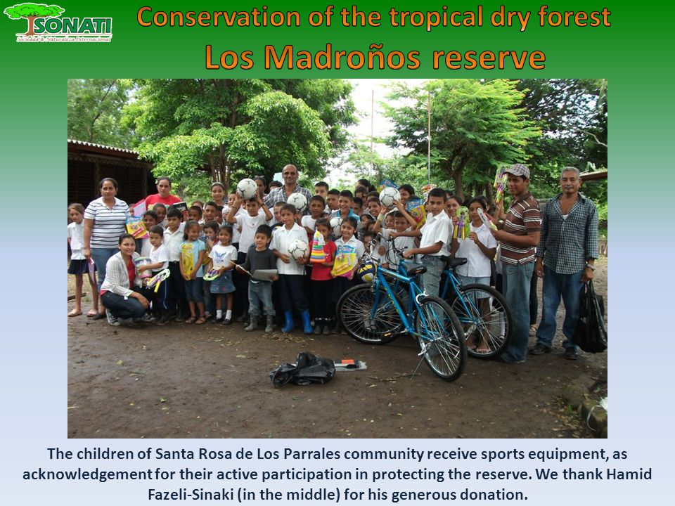The children of Santa Rosa de Los Parrales community receive sports equipment, as acknowledgement for their active participation in protecting the reserve.