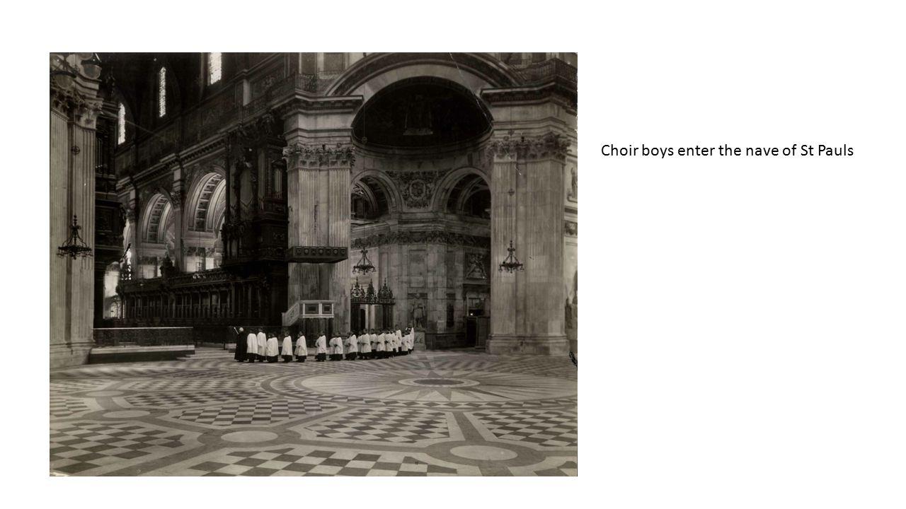 Choir boys enter the nave of St Pauls