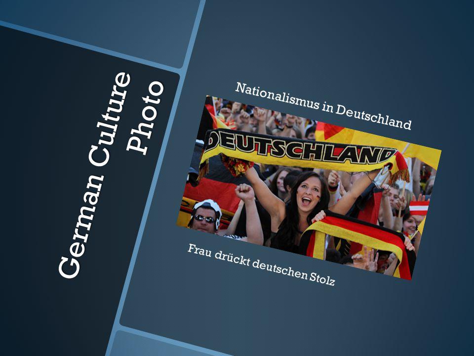 German Culture Photo Nationalismus in Deutschland Frau drückt deutschen Stolz