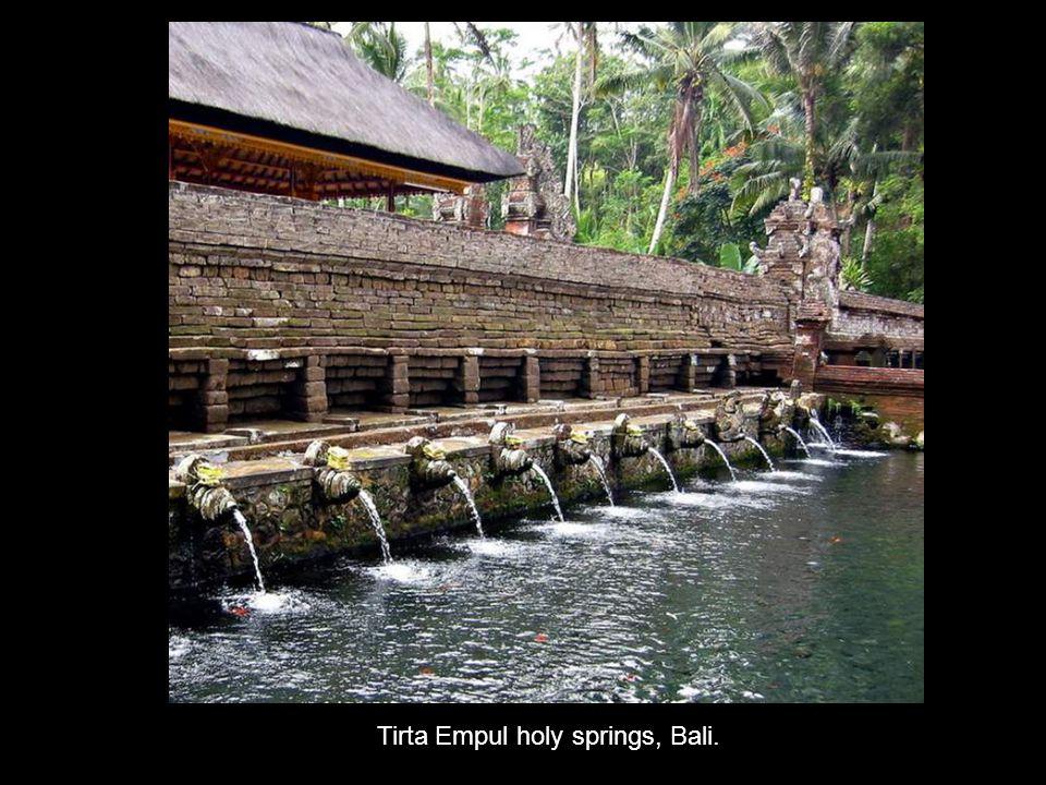 Tirta Empul holy springs, Bali.