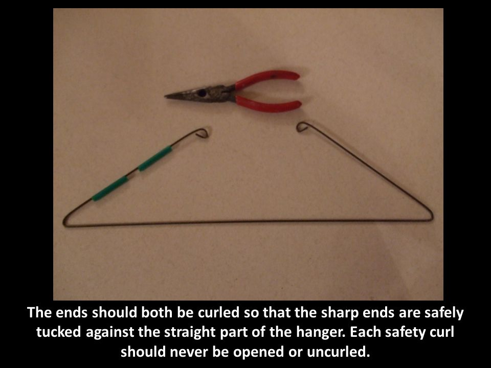 Straighten the hanger, then bend it at the center point. Notice where the straws are.