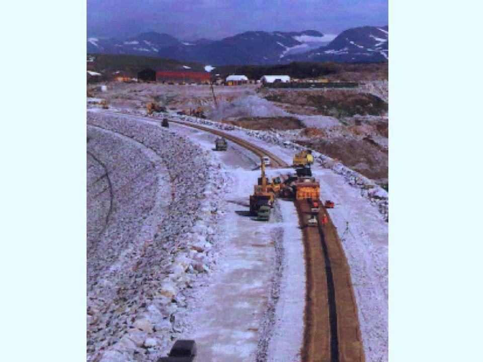 Compaction of asphalt concrete core and transition zones