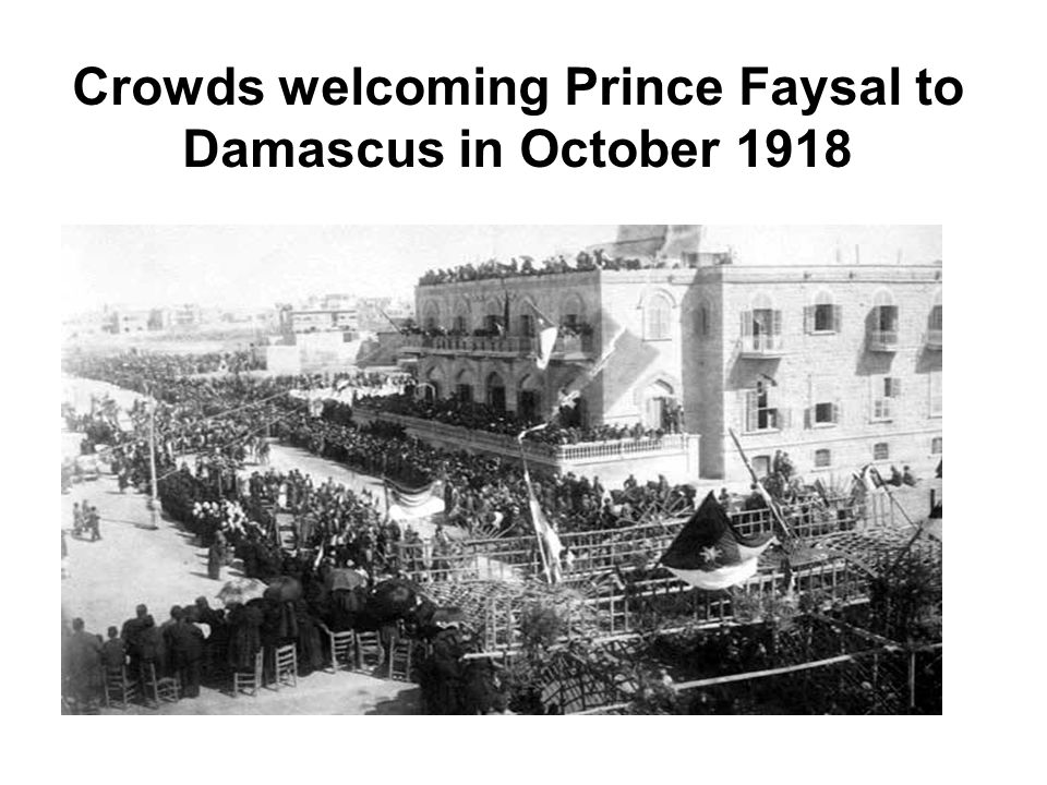 Crowds welcoming Prince Faysal to Damascus in October 1918