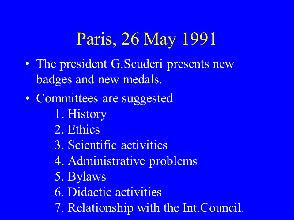 Paris, 26 May 1991 The president G.Scuderi presents new badges and new medals.