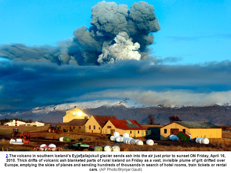 1313.Farmers team up to rescue cattle from exposure to the toxic volcanic ash at a farm in Nupur, Iceland, as the volcano in southern Iceland s Eyjafjallajokull glacier sends ash into te air Saturday, April 17, 2010.