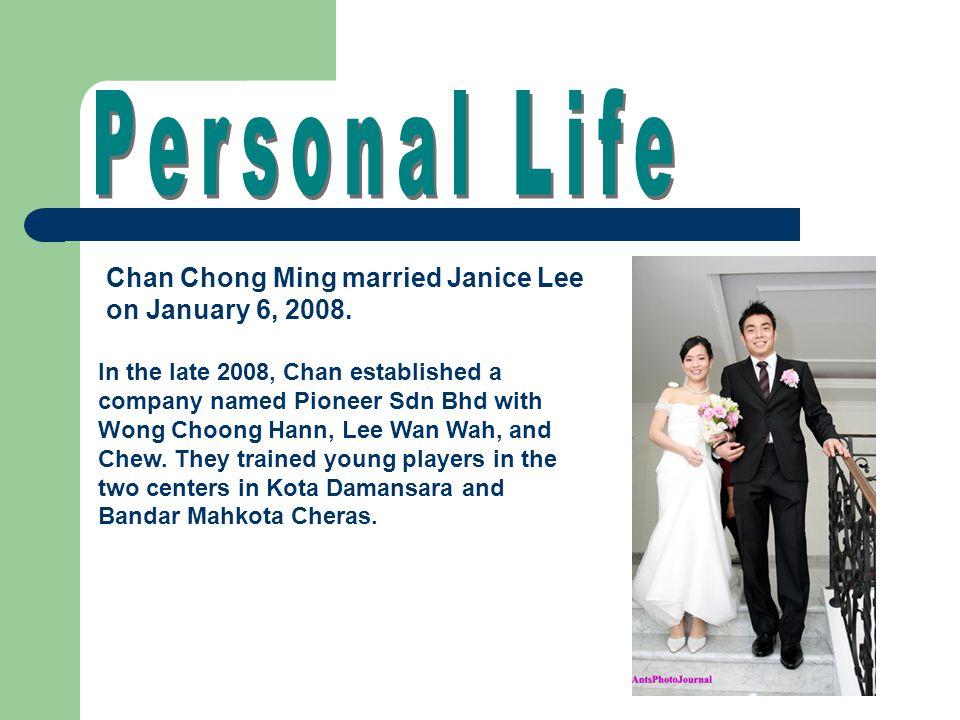 Chan Chong Ming married Janice Lee on January 6, 2008.