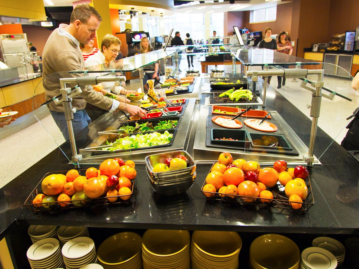 Platinum Meal Plan - Required for students in a traditional residence hall -Unlimited Dine-In Access to Ruth's MarketplaceRuth's Marketplace -10 passes for guests or for meals to go -$400 meal dollars