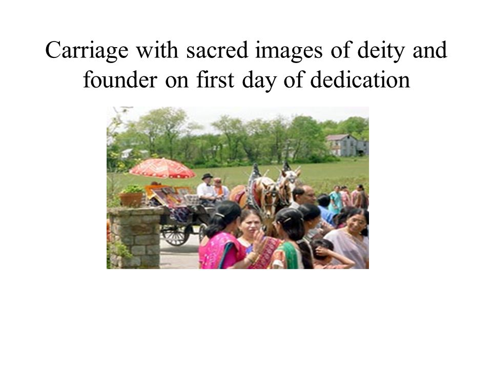 Carriage with sacred images of deity and founder on first day of dedication