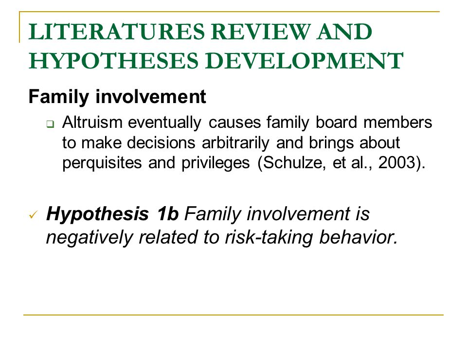 LITERATURES REVIEW AND HYPOTHESES DEVELOPMENT Outside directors  The introduction of outside directors can help family business access specific professional knowledge (Carpenter and Westphal, 2001) and connect with other networks (Certo, Daily and Dalton, 2001).