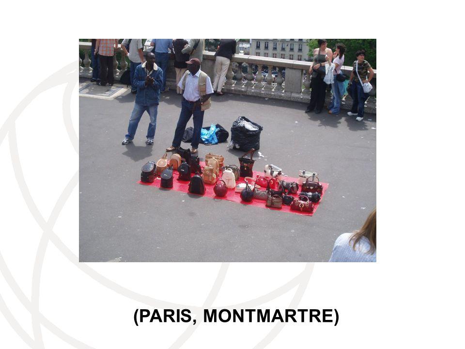 (PARIS, MONTMARTRE)