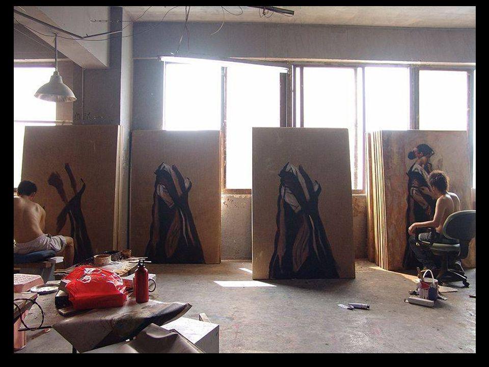 Ahora, en esta gran factoría cada pintor realiza unas 30 copias al día, con sistemas de fabricación en cadena, donde cada artista se especializa en una parte de un cuadro en concreto.