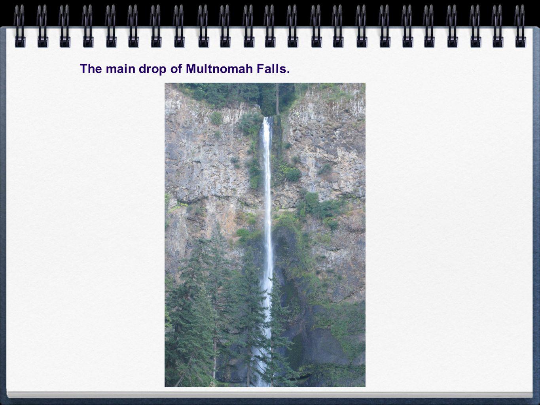 The main drop of Multnomah Falls.