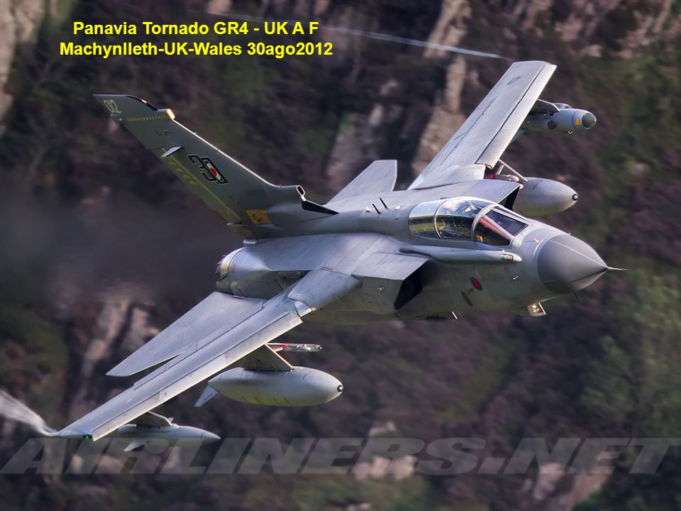 Panavia Tornado GR4 - UK A F Machynlleth-UK-Wales 30ago2012