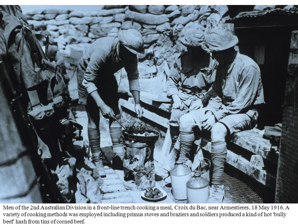 British troops receiving dinner rations from field kitchens.