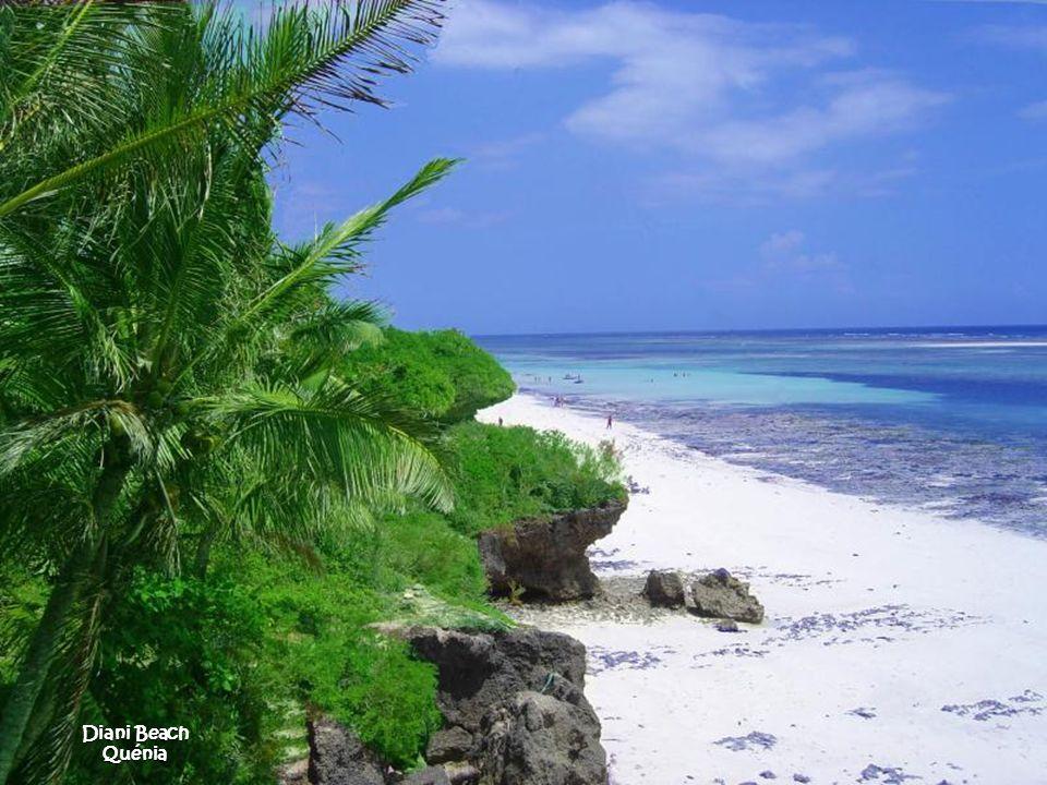 Waianapanapa (Black Sand Beach) Maui - Hawaii