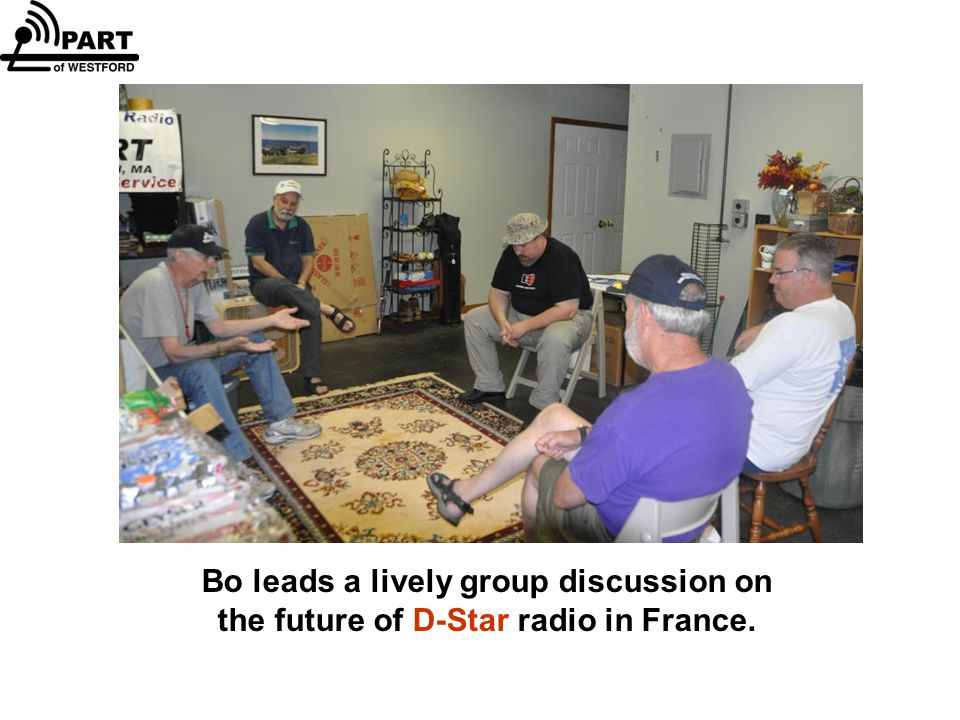 Bo leads a lively group discussion on the future of D-Star radio in France.