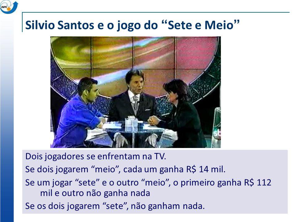 """Silvio Santos e o jogo do """"Sete e Meio"""" Dois jogadores se enfrentam na TV. Se dois jogarem """"meio"""", cada um ganha R$ 14 mil. Se um jogar """"sete"""" e o out"""