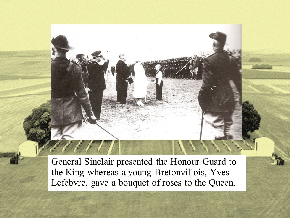 General Sinclair presented the Honour Guard to the King whereas a young Bretonvillois, Yves Lefebvre, gave a bouquet of roses to the Queen.