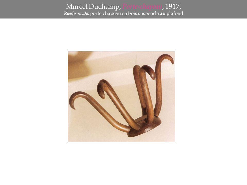 Marcel Duchamp, Porte-chapeau, 1917, Ready-made : porte-chapeau en bois suspendu au plafond