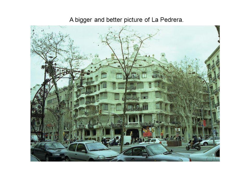A bigger and better picture of La Pedrera.