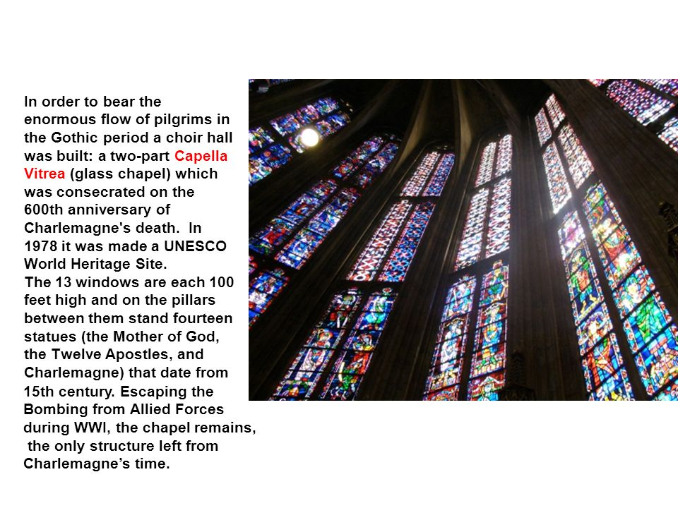 In order to bear the enormous flow of pilgrims in the Gothic period a choir hall was built: a two-part Capella Vitrea (glass chapel) which was consecr