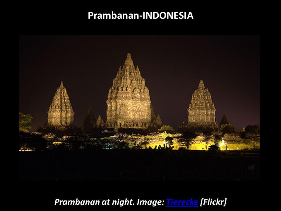 Six of Prambanan's eight main shrines. Image: [Picasaweb]