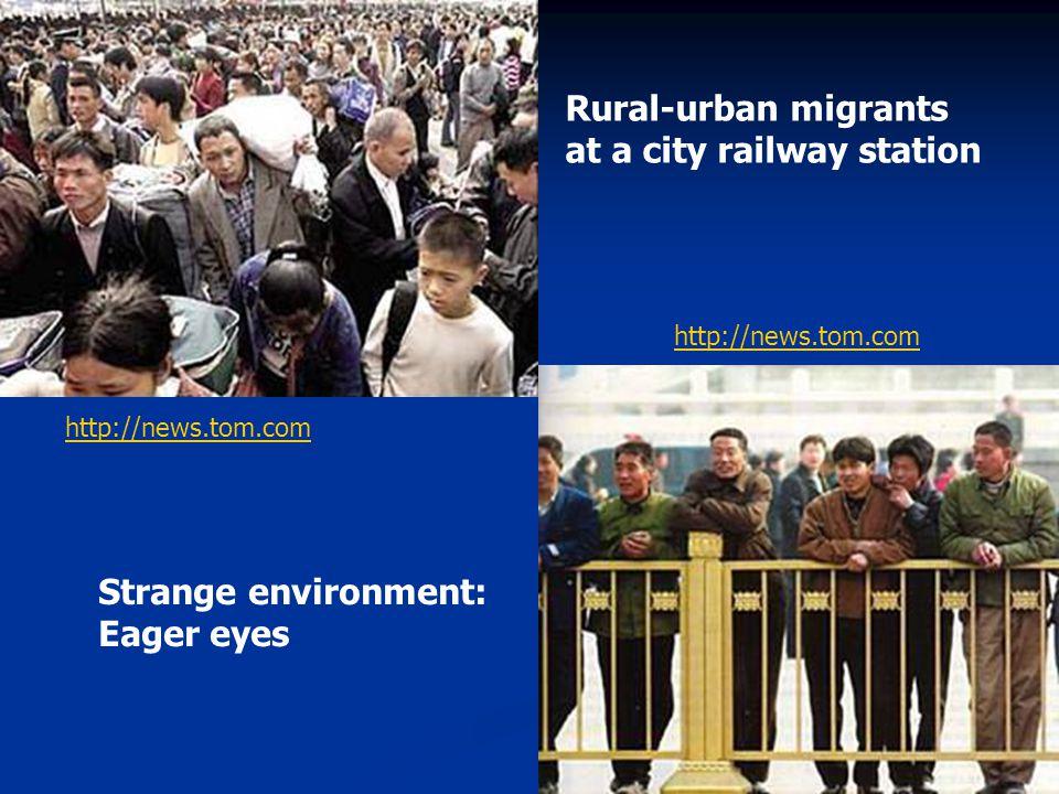 Rural-urban migrants at a city railway station Strange environment: Eager eyes http://news.tom.com