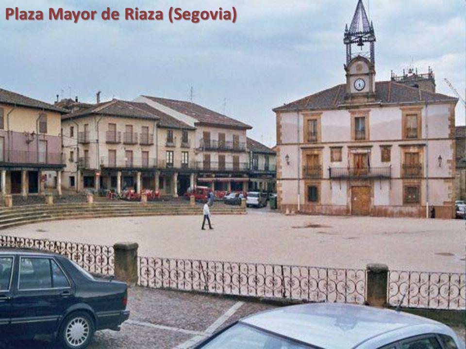 Plaza Porticada de Astudillo (Palencia)