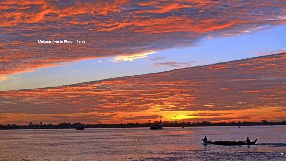 Mekong river in Phnom Penh 7