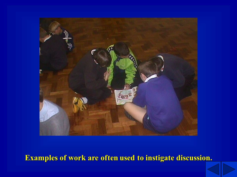 Meetings can take place in a hall or in a classroom.