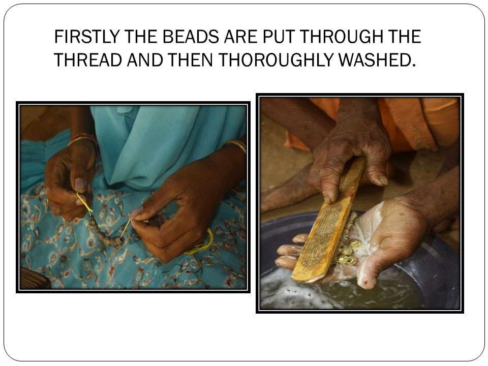 THE ARTISAN CLEANS THE BEADS AFTER WASHING AND KEEPS UNDER THE SUN FOR DRYING.