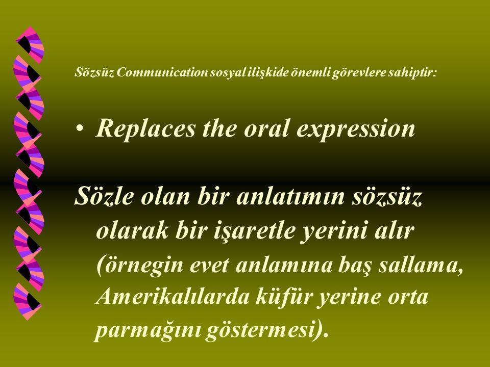 Sözsüz Communication sosyal ilişkide önemli görevlere sahiptir: Replaces the oral expression Sözle olan bir anlatımın sözsüz olarak bir işaretle yerini alır ( örnegin evet anlamına baş sallama, Amerikalılarda küfür yerine orta parmağını göstermesi ).