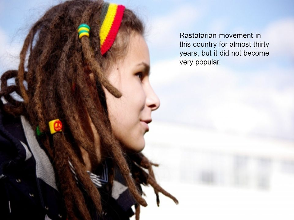 Rastaman always stand out in a crowd: three-dimensional knitted berets, hair braided in dreadlocks