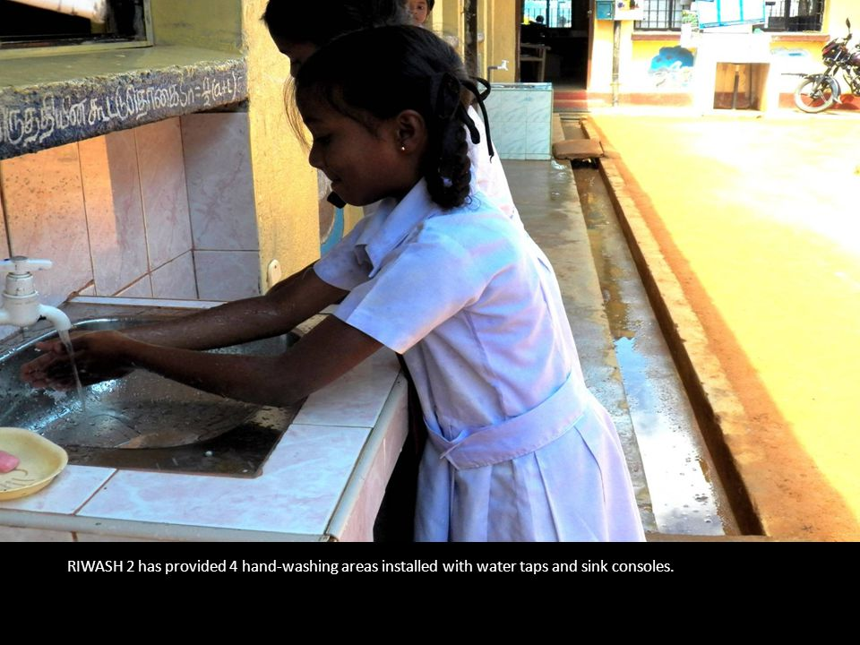 RIWASH 2 has provided 4 hand-washing areas installed with water taps and sink consoles.