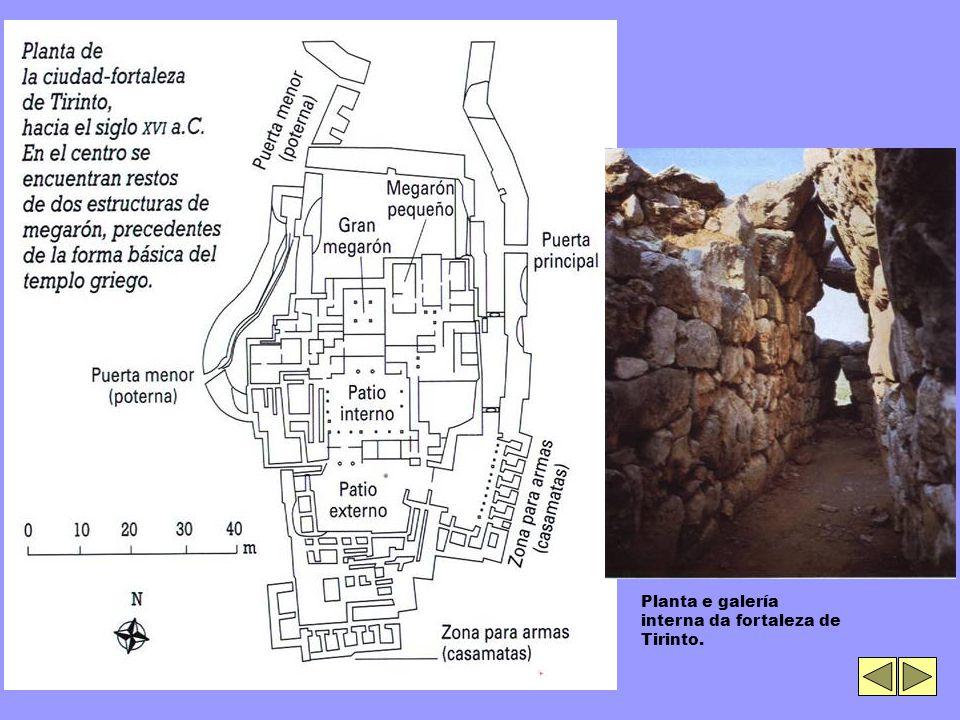 Planta e galería interna da fortaleza de Tirinto.