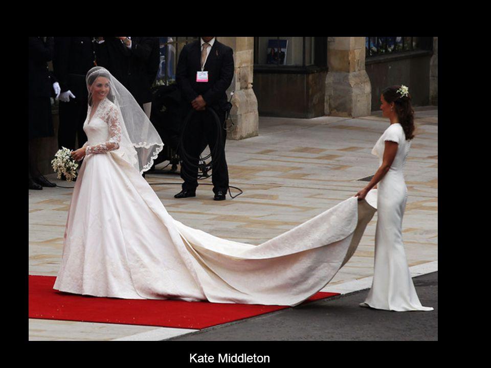 Pippa Middleton was chief bridesmaid to sister Kate Middleton 英國王室世紀婚禮,主 角自然是威廉王子和凱 特,但有對男女卻在婚 禮中搶了不少鏡頭,他 們就是擔當伴郎的哈里 王子,以及凱特妹妹兼 伴娘皮帕。